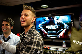 Matt Pokora et Alex Goude au lancement de Call of Duty Black Ops