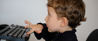 Les enfants accelerent la numerisation du foyer