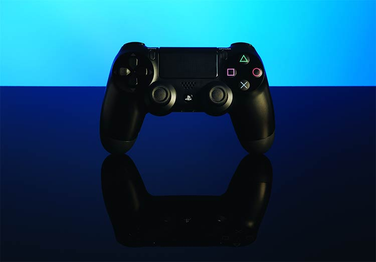 Playstation 4 launches across the united states and canada for Housse manette ps4