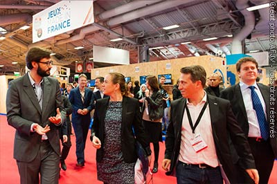 Visite d'Axelle Lemaire sur le stand Jeux made in France